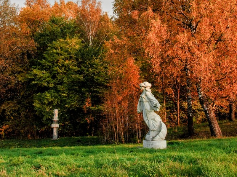 Gallery and park of contemporary marble sculpture by artist Sergei Kazantsev in the Moscow region